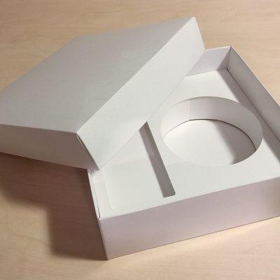 Škatla z vložkom